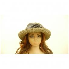 Madinga vasarinė skrybėle su juodos spalvos kaspinu